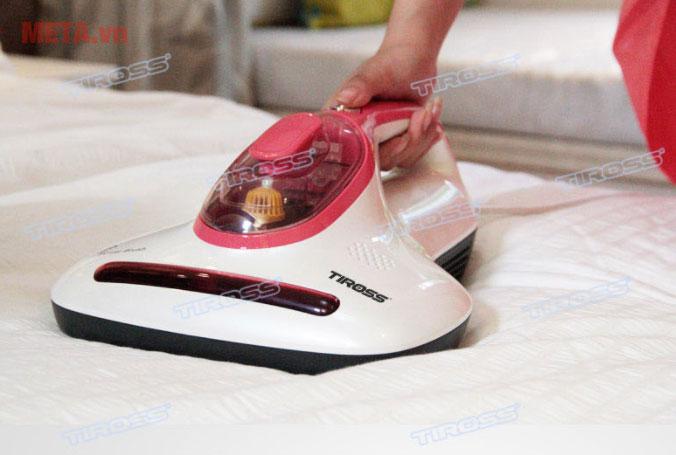 Máy hút bụi trên giường Tiross TS9302 giúp diệt côn trùng dễ dàng