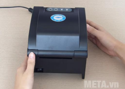 Máy in mã vạch Xprinter XP-350B có công tắc nguồn phía sau