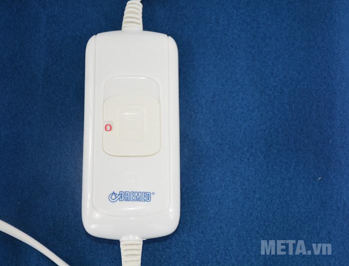 Tấm chườm điện nóng Bremed BD 7800 thiết kế bảng điều khiển màu trắng