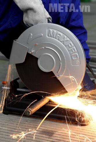 Máy cắt sắt Maxpro MPBCO355 có công suất lớn