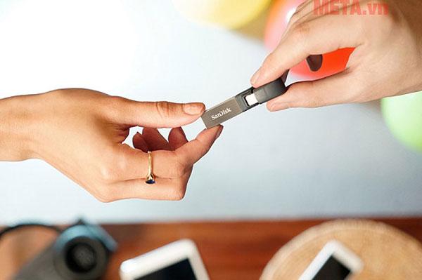 USB SanDisk iXpand Flash Drive 16GB for Iphone, Ipad có tốc độ truyền tải dữ liệu ổn định