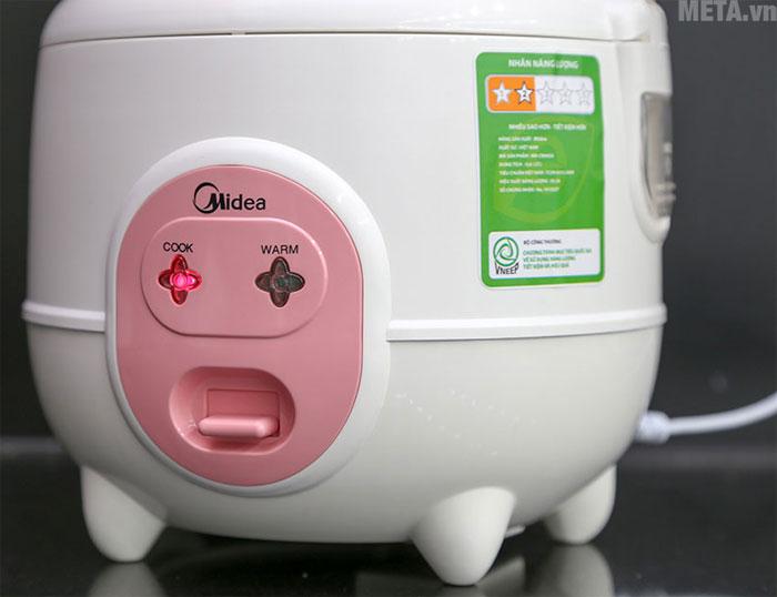 Nút điều khiển cùng đèn báo giúp bạn dễ dàng quan sát chế độ nấu