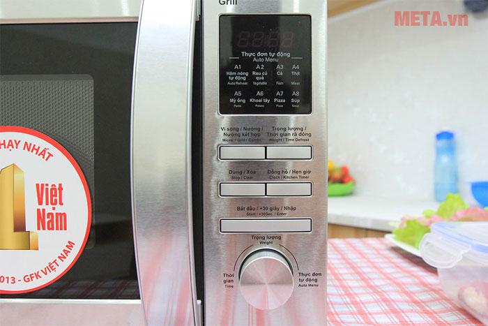 Sharp R-G620VN-ST sử dụng bảng điều khiển điện tử và núm văn điều khiển