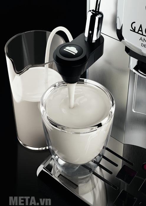 Máy pha cà phê tự động Gaggia Anima Deluxe có thể hút sữa trực tiếp từ hộp