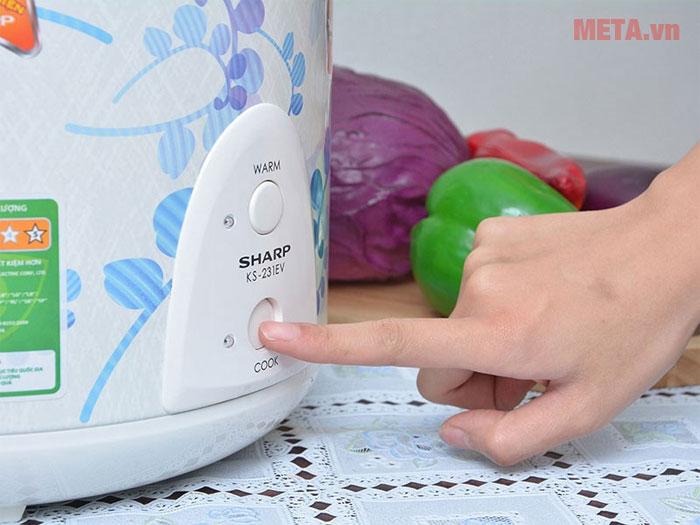 """Nồi cơm điện có 2 chế độ là nấu """"Cook"""" và giữ ấm """"Warm"""", điều chỉnh đơn giản"""