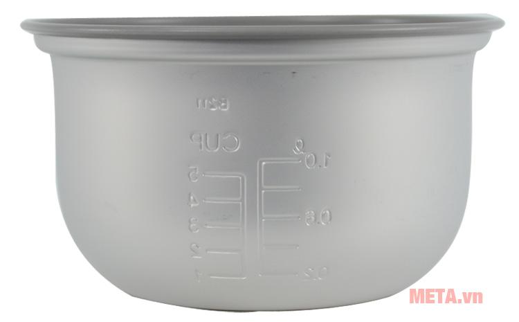 Lòng nồi cơm điện Zojirushi NS-RNQ10 dày dặn, tản nhiệt nhanh chóng giúp nấu cơm chín nhanh hơn