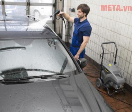 Máy rửa xe chuyên nghiệp