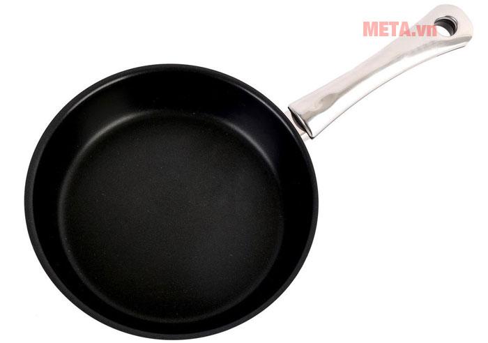 Chảo có đường kính 24cm giúp bạn thực hiện nhiều món xào rán
