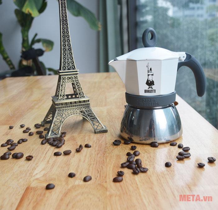 Ấm pha cà phê màu trắng