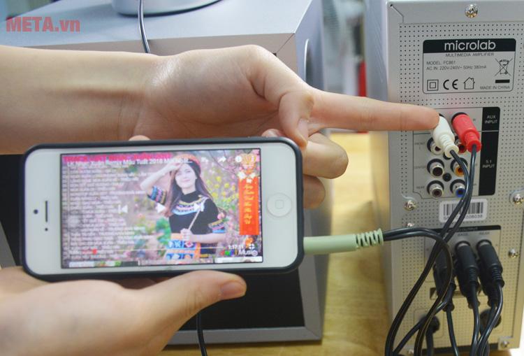 Jack cắm 3.5mm giúp kết nối với các thiết bị điện tử tương thích