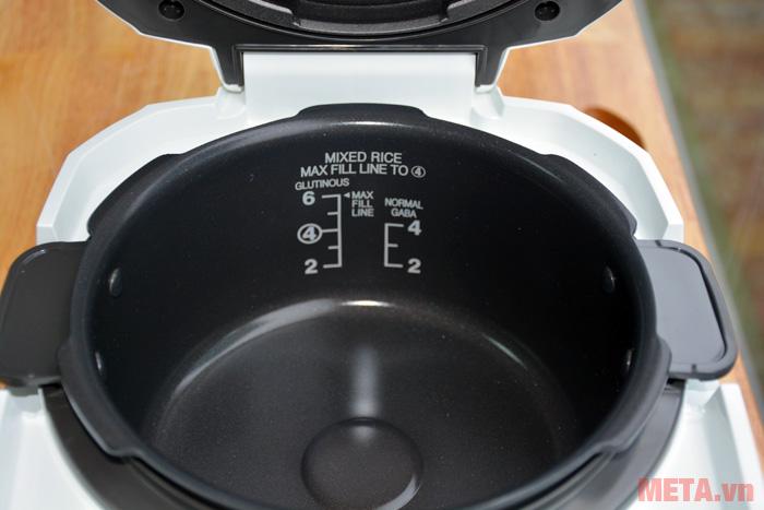 Thân nồi có vạch nước giúp bạn nấu cơm ngon hơn