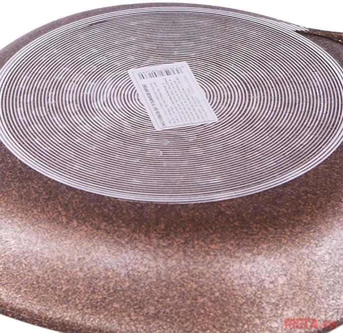 Đáy chảo được thiết kế tinh tế giúp chảo hấp thu nhiệt nhanh hơn