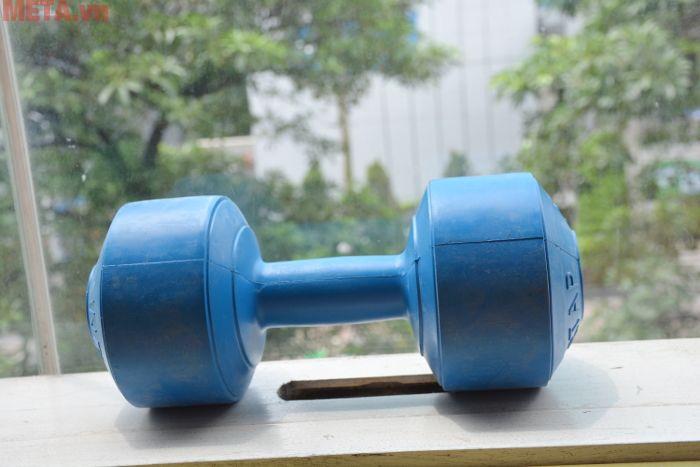 Tạ tay nhựa 10kg giúp bạn tập luyện giảm mỡ tăng cơ nhanh chóng