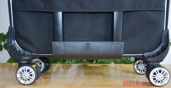 4 bánh xe xoay 360 độ giúp bạn di chuyển vali dễ dàng hơn