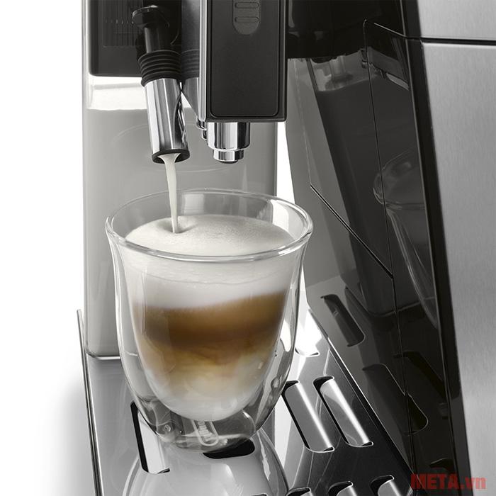 Máy pha cà phê tự động ECAM45.760.B được thiết kế một vòi đánh sữa
