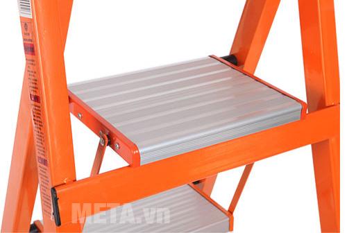 Thang ghế khung sắt