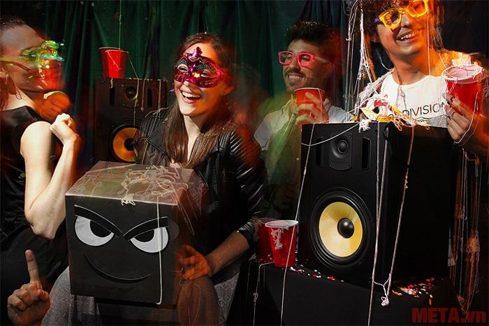 Loa Thonet & Vander TITAN đặc biệt phù hợp với những bữa tiệc ngoài trời