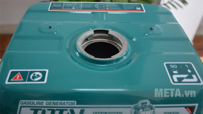 Miệng bình đổ nhiên liệu cho máy phát điện
