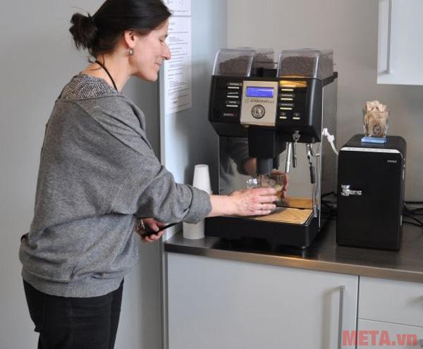 Máy pha cà phê NS Prontobar dễ dàng sử dụng