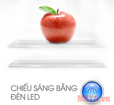 Hệ thống đèn Led chiếu sáng giúp người dùng lấy thực phẩm dễ dàng