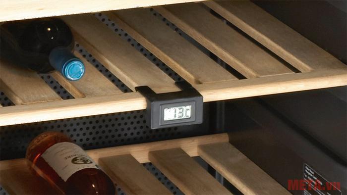 Tủ rượu Brandt CAV50B hiển thị nhiệt độ chi tiết trong tủ