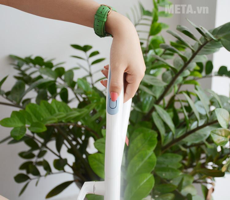 Công tắc ngay trên tay cầm dễ dàng sử dụng
