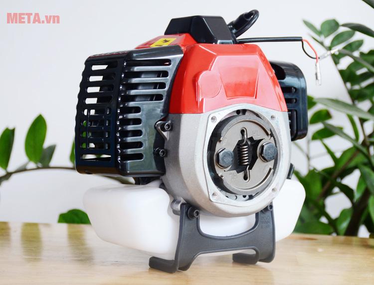 Máy cắt cỏ chạy xăng Bgas sử dụng động cơ 2 thì bền bỉ