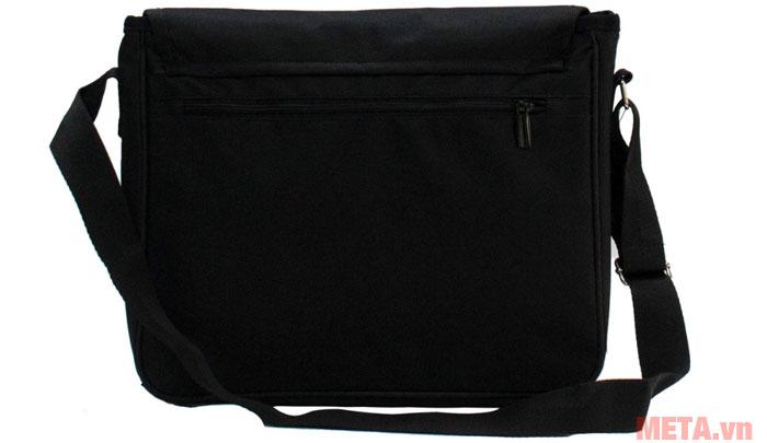 Túi được làm từ chất liệu vải bố chống thấm tốt