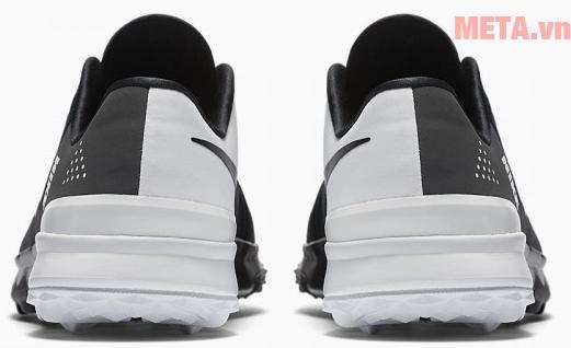 Giày trọng lượng nhẹ, giúp đôi chân thanh thoát hơn
