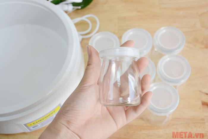 Các cốc đựng được làm từ chất liệu thủy tinh an toàn cho sức khỏe người dùng