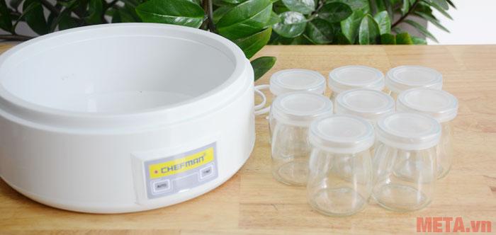 8 cốc làm sữa chua của máy làm sữa chua Chefman có hình ảnh rất ngộ nghĩnh