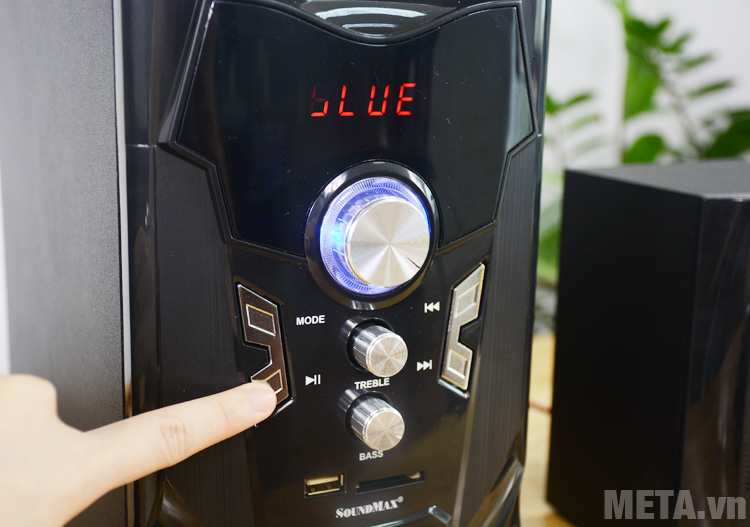 Bảng điều khiển ngay phía trước loa vi tính Soundmax