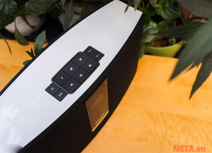 Các phím điều khiển được thiết kế trên đỉnh của loa