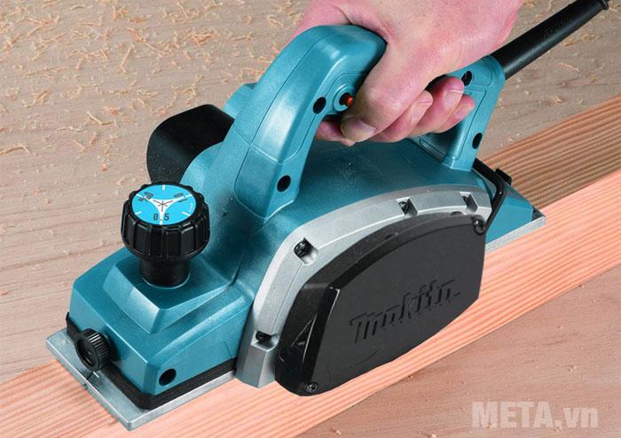 Makita N1900B chuyên dùng để bào gỗ