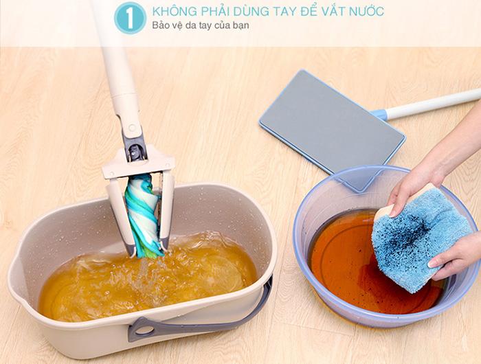 Bạn không cần dùng tay để vắt giẻ lau nhà