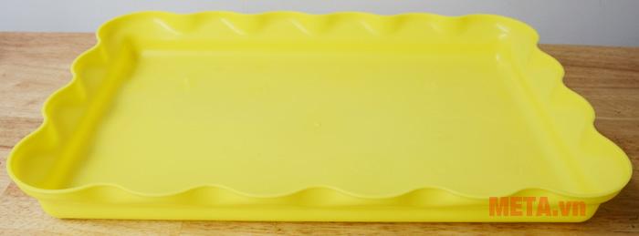 Khay đựng được làm từ chất liệu nhựa an toàn cho bé
