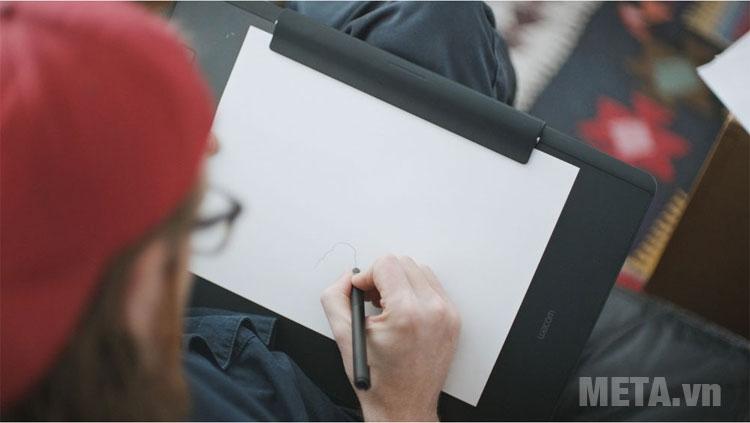 Intuos Pro Paper Large sở hữu màn hình cảm ứng hiện đại