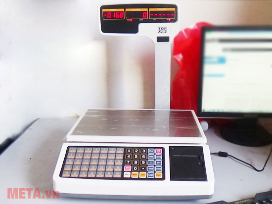 Máy cân tính tiền Topcash được trang bị màn hình Led tiện ích