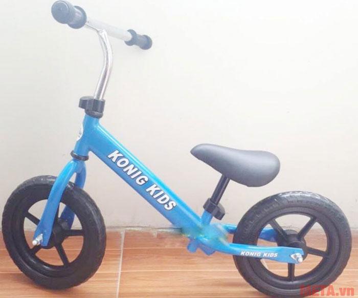 Xe cân bằng Konig Kids CN2001 màu xanh