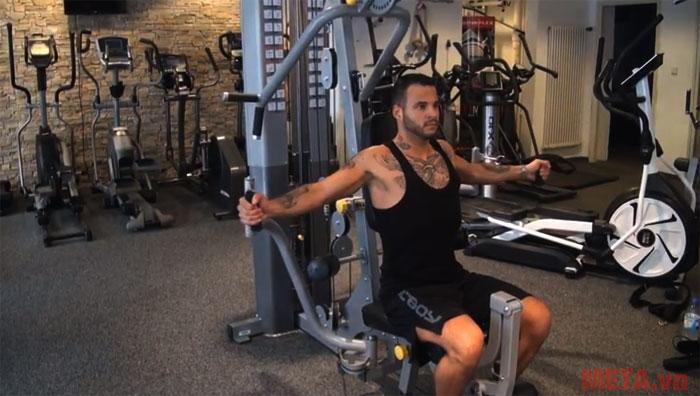 Giàn tạ sẽ giúp bạn luyện tập nhiều nhóm cơ trên cơ thể