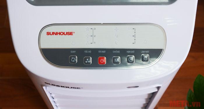 Bảng điều khiển được thiết kế trên thân máy