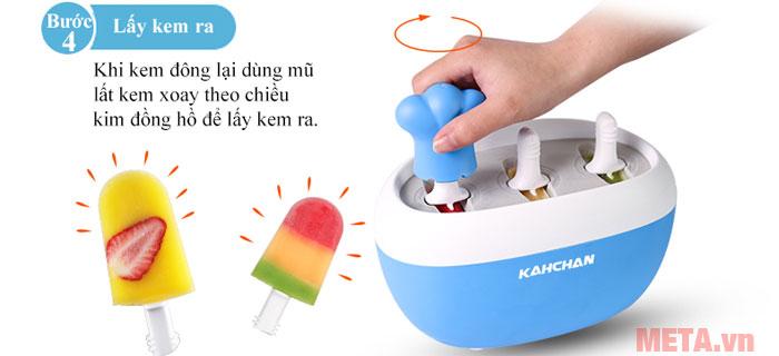 Bước 4: Sau 6 - 8 phút lấy kem và thưởng thức