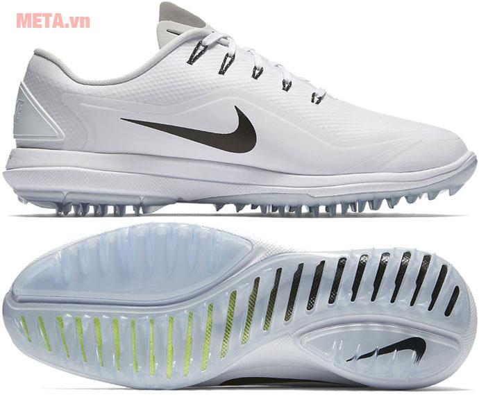 Đế giày được thiết kế khe rãnh tạo sự chắc chắn, cân bằng