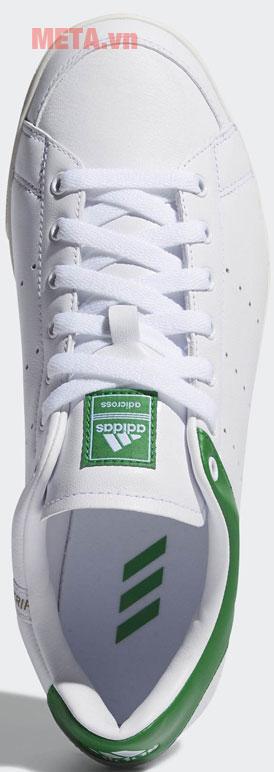 Hình ảnh trực diện của giày golf
