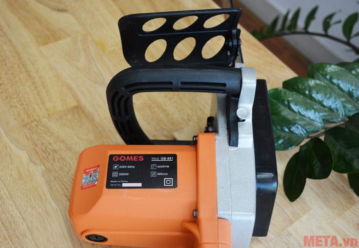 Máy cưa xích có khả năng cắt nhiều loại gỗ
