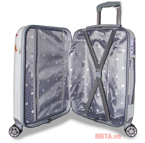 Bên trong vali kéo