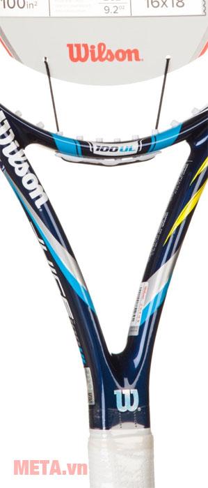 Vợt tennis có cán vợt chắc chắn