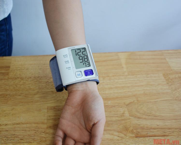 Hình ảnh khi sử dụng máy đo huyết áp