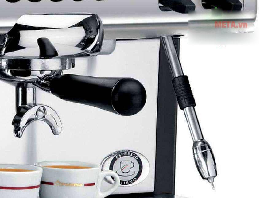Máy pha cà phê dễ dàng sử dụng