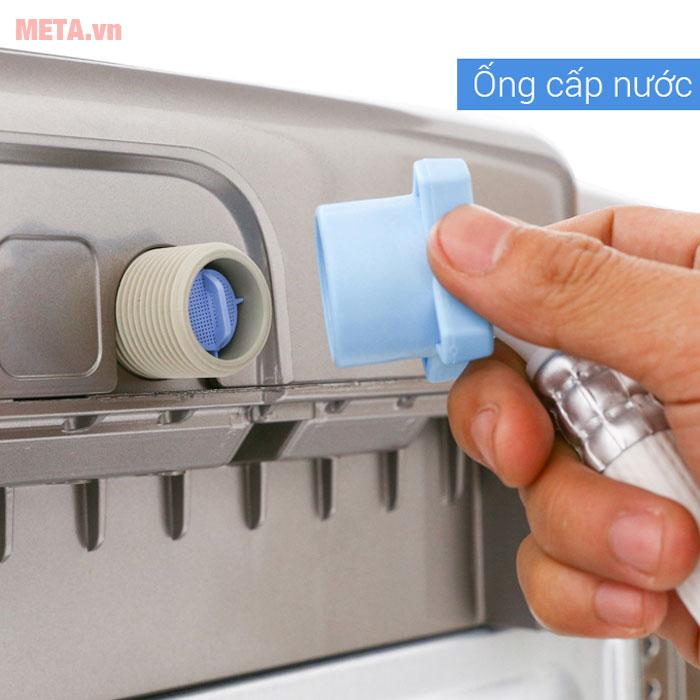 Máy giặt LG với ống cấp nước